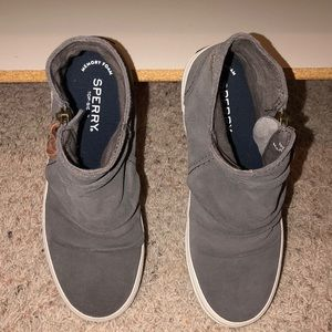 Women's size 6 Sperry gray suede ankle boots